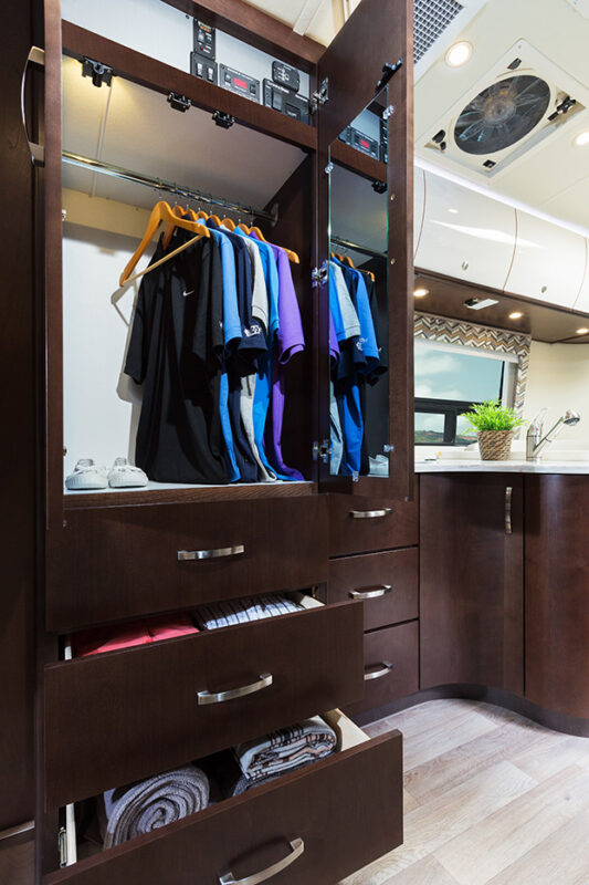rv renting wardrobe