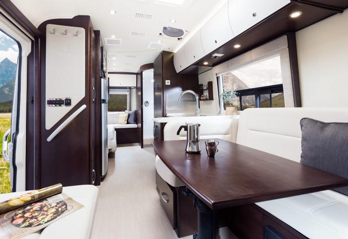 LA Rent Luxury RV Class C
