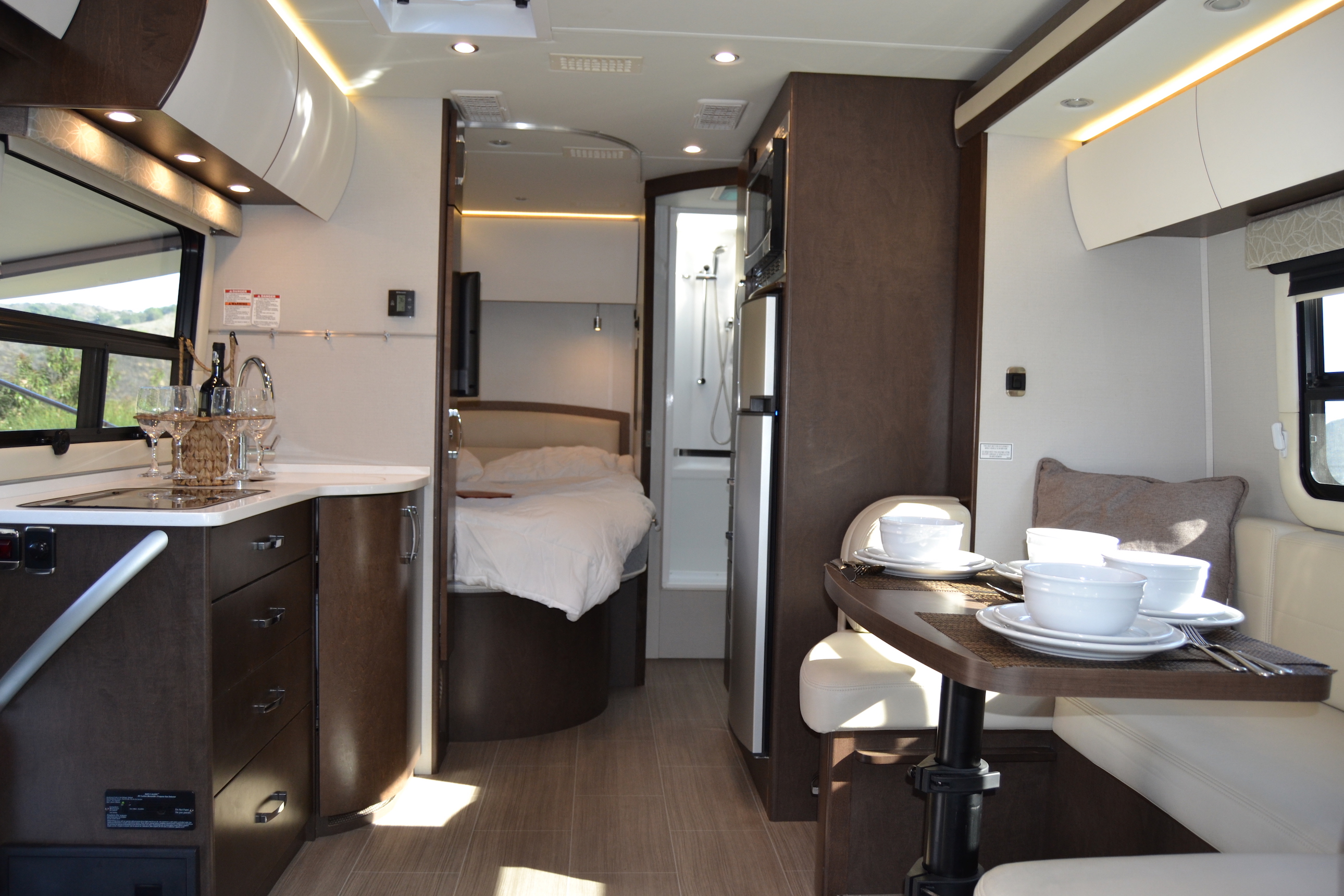 Best RV to buy as a first time camper Luxe RV California Las vegas