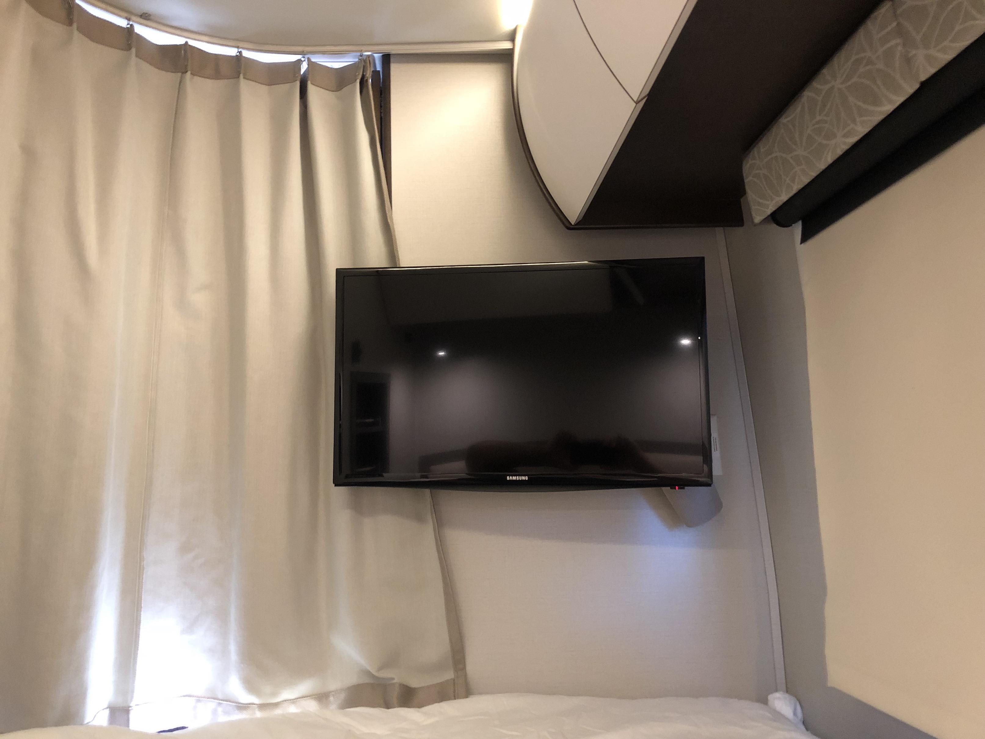 bedroom TV leisure unity RV Luxe RV