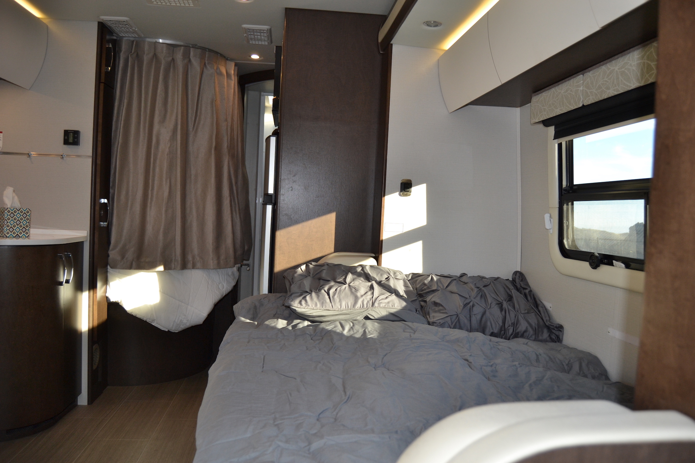 beds leisure unity RV Luxe RV